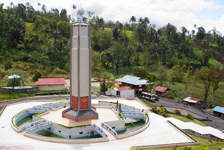 Bukit doa dengan menara 5 agama