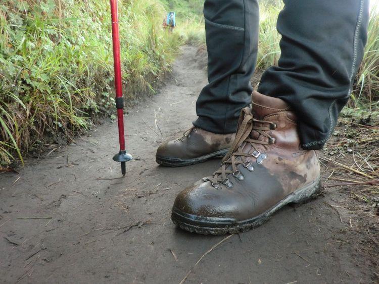 Sepatu trekking