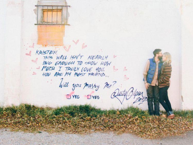 Melamar lewat grafiti