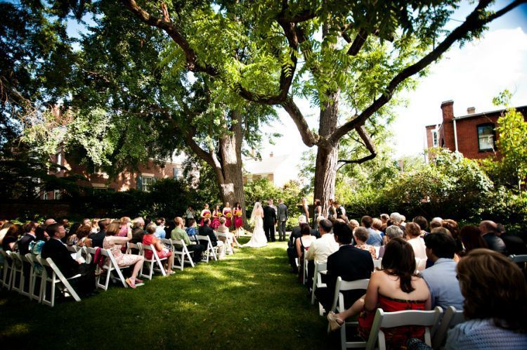 Gunakan halaman rumahmu menjadi tempat menikah