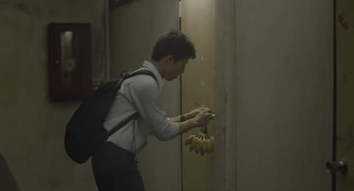Pisang di depan pintu