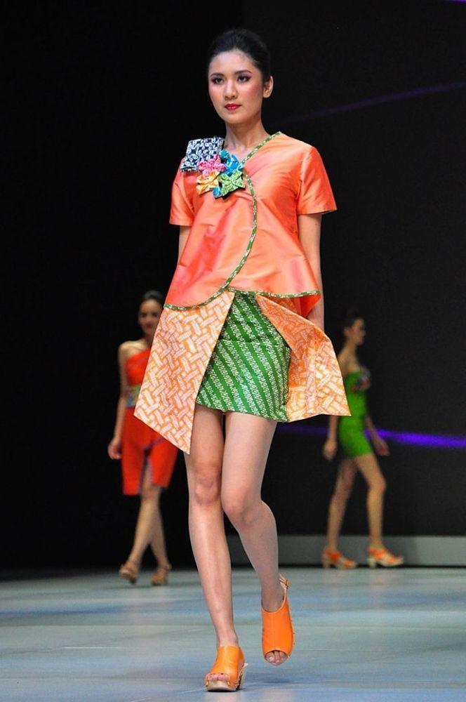 Pilih batik warna cerah