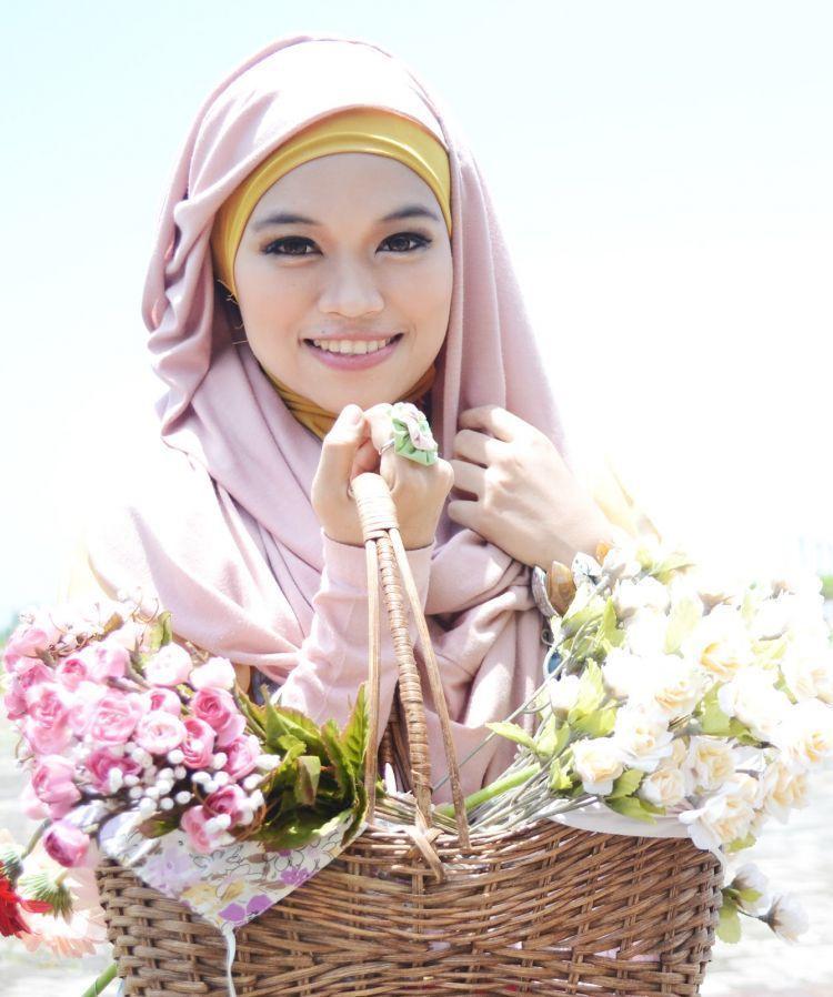 Jilbab katun atau kaos