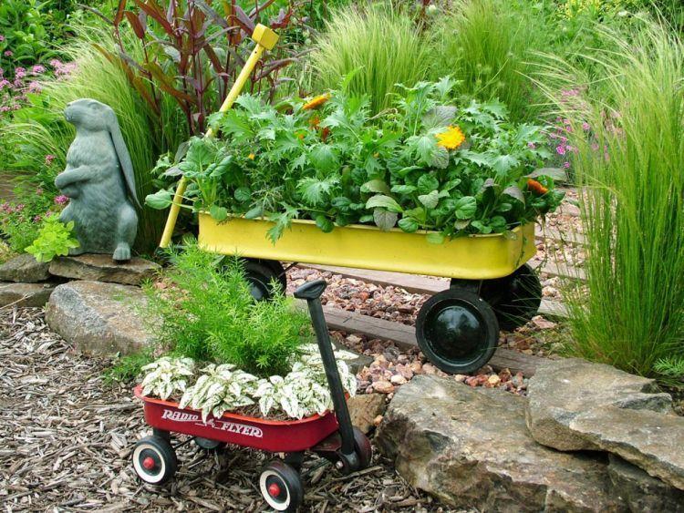 Gunakan mainan bekasmu untuk berkebun