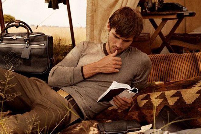 Cowok keren hobi baca buku