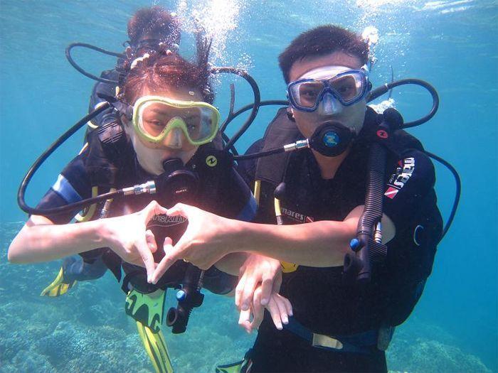 Mengisi honeymoon dengan diving bersama