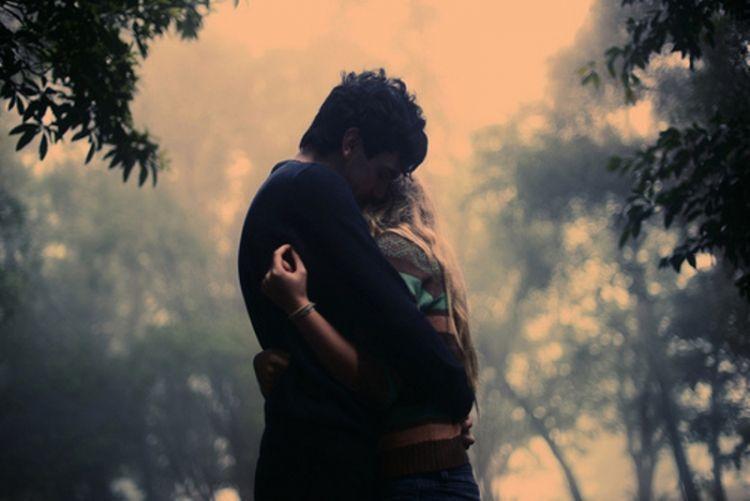 aku ingin selalu berada dalam dekapanmu