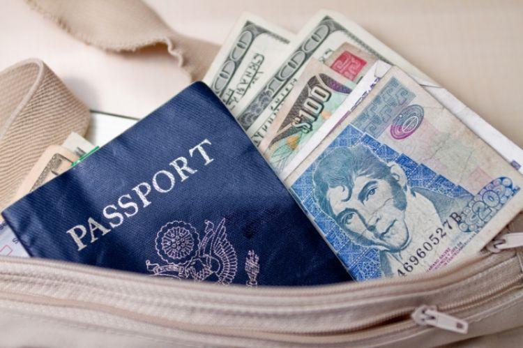 Biar lebih hemat, bawa uang tunai saat traveling ke luar negeri