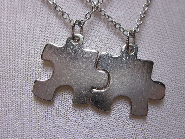Kalung puzzle