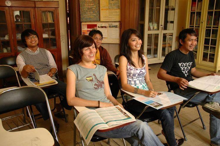 Belajar bahasa asing sembari menunggu wisuda