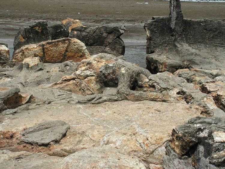 Batu Malin Kundang di Pantai Aie Manih