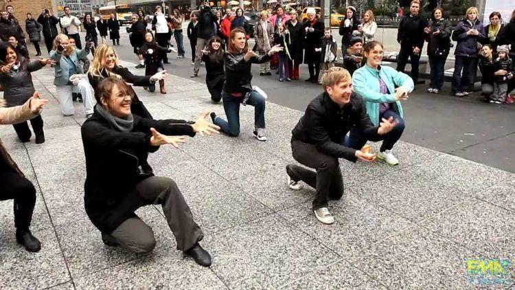 Melamar dengan flashmob