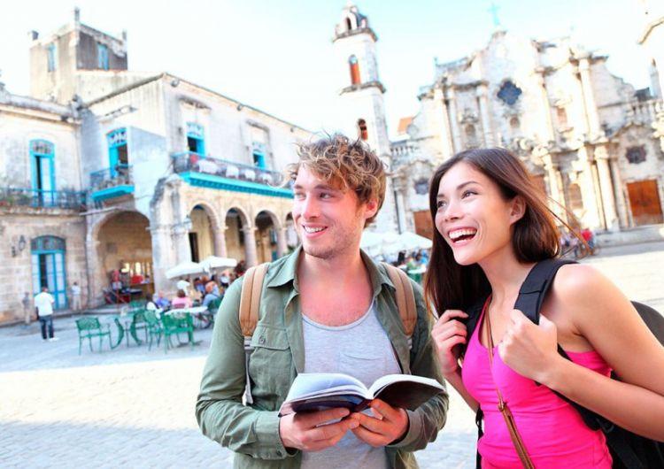 Selalu bawa travel book/ travel guide