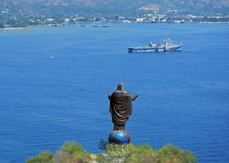 Pemandangan sekitar Cristo Rei juga megah