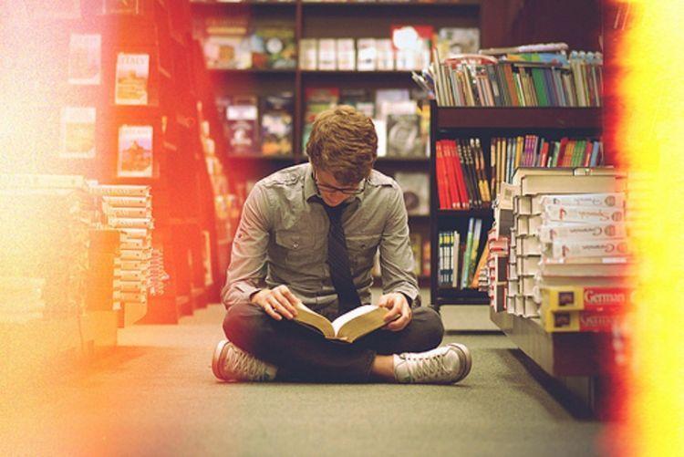 Baca buku berbagai genre