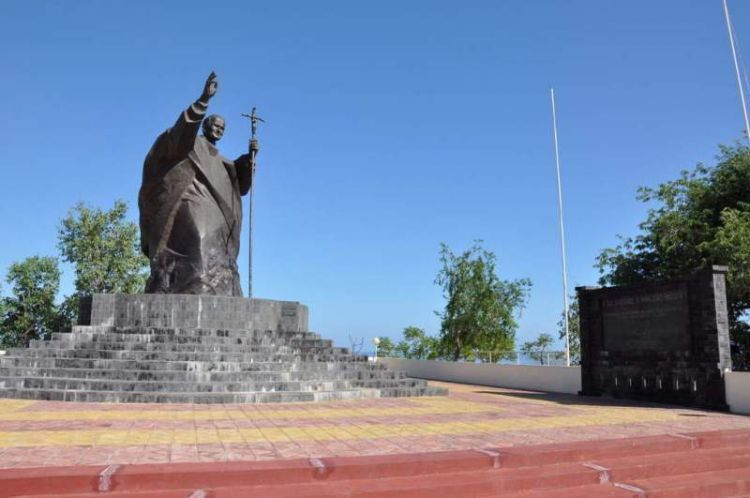 Patung Paus Yohanes Paulus II di Tasi Tolu,Dili