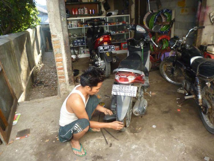 Bengkel motor mudah ditemui