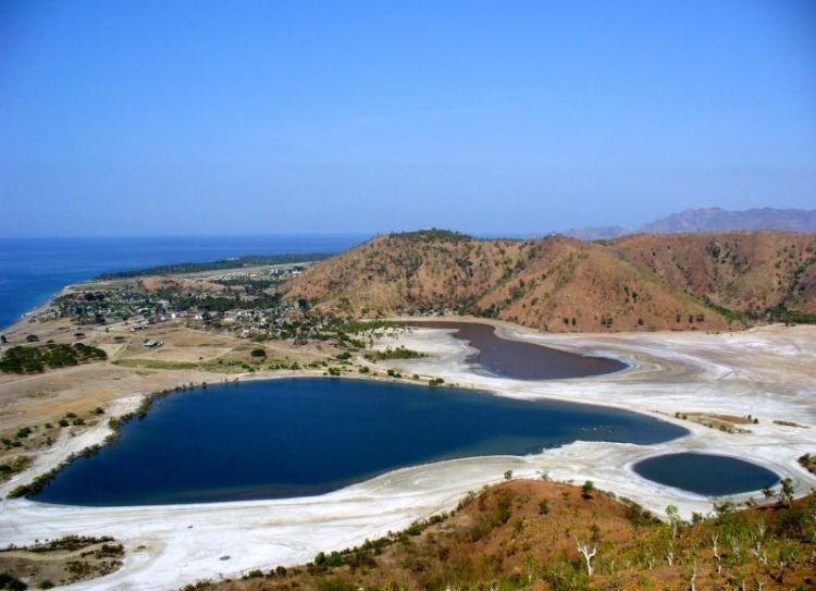 Eksotisme danau Tasi Tolu dari bukit Tasi Tolu Dili