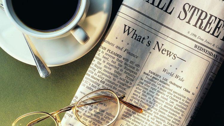 Nikmati pagimu dengan teh hangat dan koran
