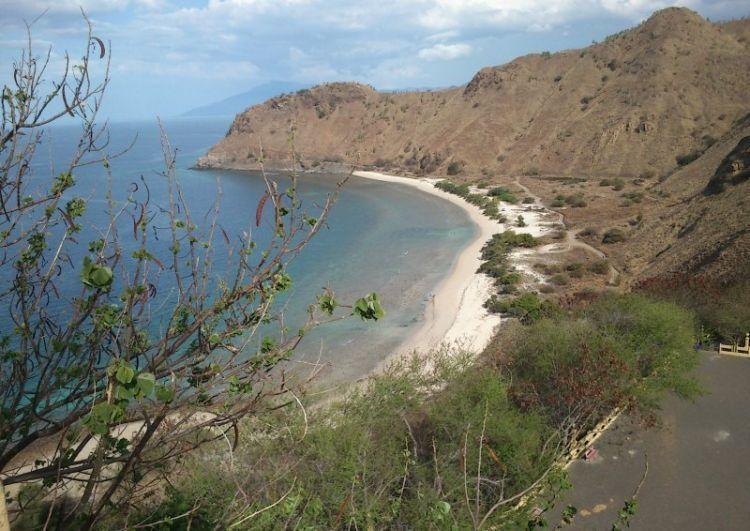 Pantai pasir putih di Dili