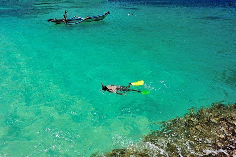 Snorkeling di Teluk Hijau