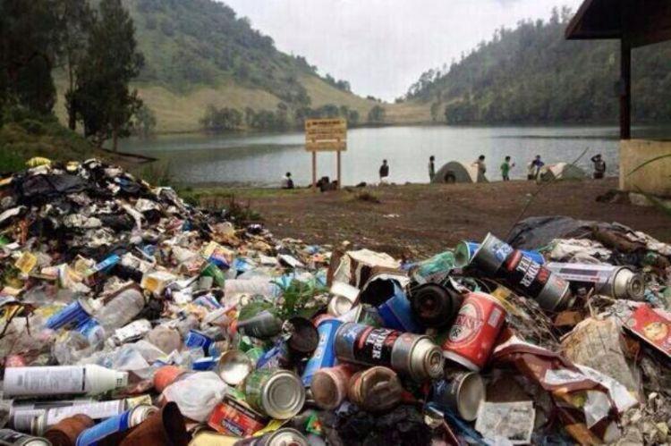 Tegur baik-baik mereka yang buang sampah sembarangan.