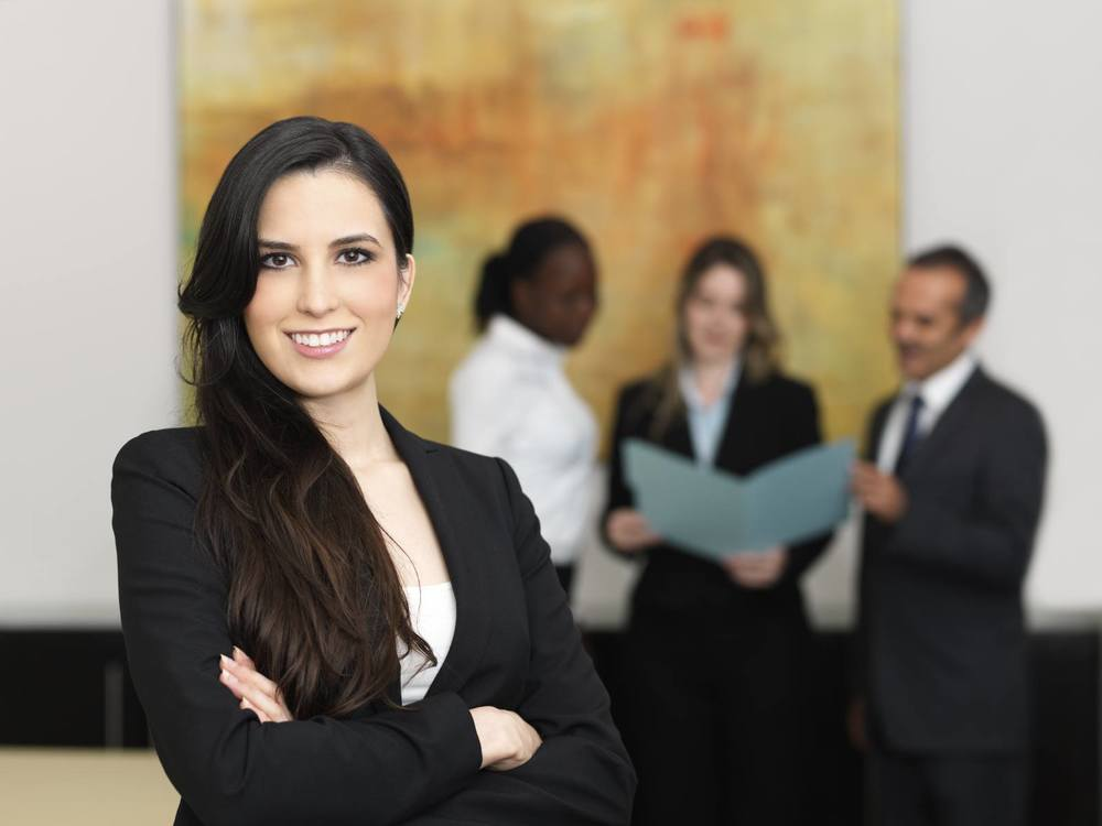 Confident-business-woman-with-her-team_iS-16547750