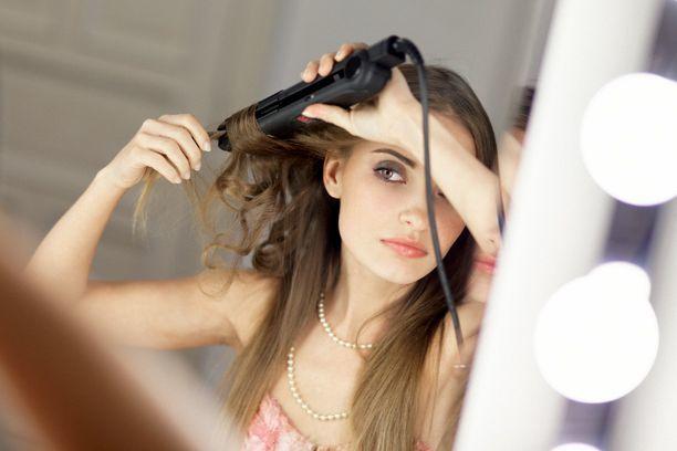 Jika terlalu sering digunakan, panas dari alat-alat tersebut akan membuat rambut menjadi rapuh sehingga mudah patah dan rontok