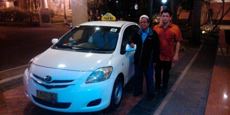 Pak Suharto (kiri)