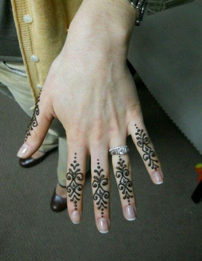 Desain gambar tato henna yang indah