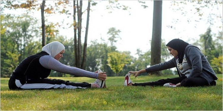 Olah raga ringan seperti jogging atau yoga juga bisa kamu rutinkan saat puasa nanti