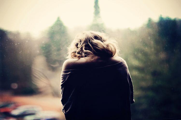 girl-sick-sadness-window-photo-car-mood-wallpaper