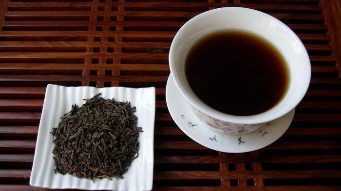 Karena teh asli padang adalah varian teh hitam yang rasanya pahit