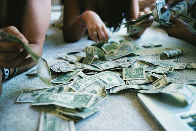 kamu dan dia tak segan membicarakan tentang uang