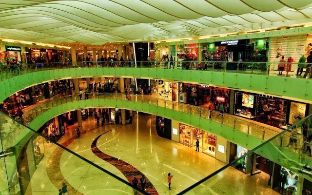 Mall jadi tempat berlindung dari panas