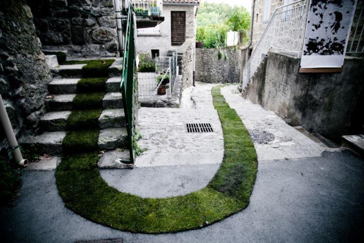 Desain grafiti lumut atau moss graffity