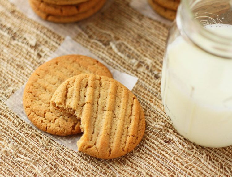 Peanut-Butter-Cookies-and-M