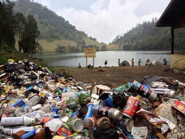 Sampah di gunung yang diakibat pendaki gadungan