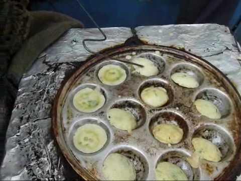 Kamu mendapatkan keterampilan memasakmu dari abang tukang martabak telur.