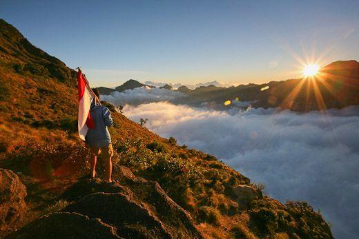 Salam Mentari Pagi di Atas Awan
