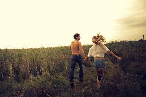 akan ada kita yang tak pernah saling melepaskan