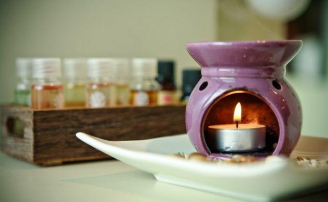 Gunakan minyak pijat yang aman untuk ibu hamil