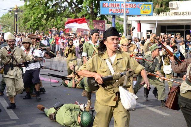 Meriahnya Parade Juang 10 November