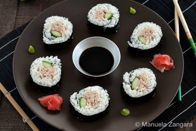 Maki sushi isi timun dan tuna. Jawatra