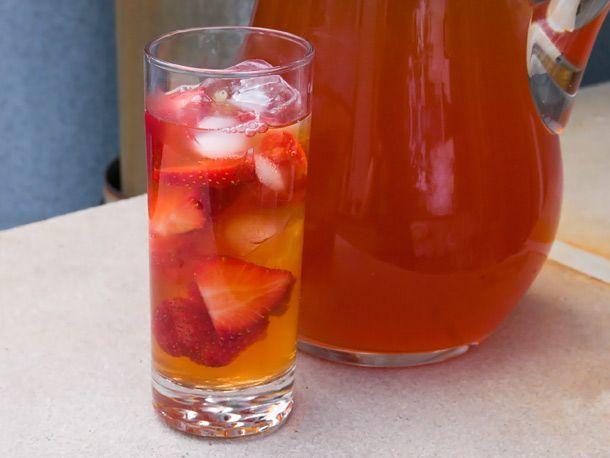 Strawberry iced tea yang dijamin segar