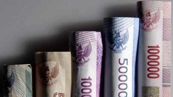 Uang, lagi-lagi uang