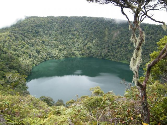 danau kumbang yang berada di Gunung Masurai