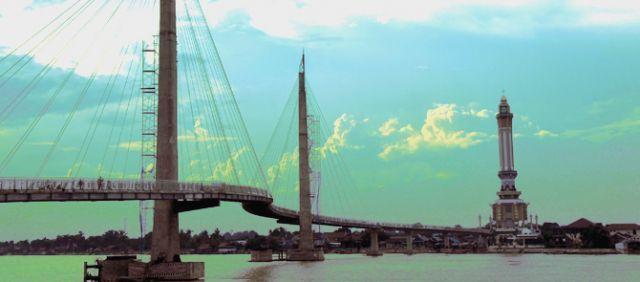 Menara Gentala Arasy dan jembatan padestrian