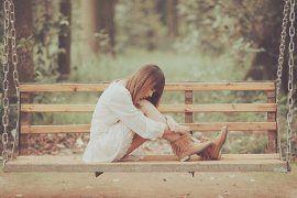 Diatas segala cinta yang hilang dan pergi, jadi kenapa harus saya yang bertahan?..