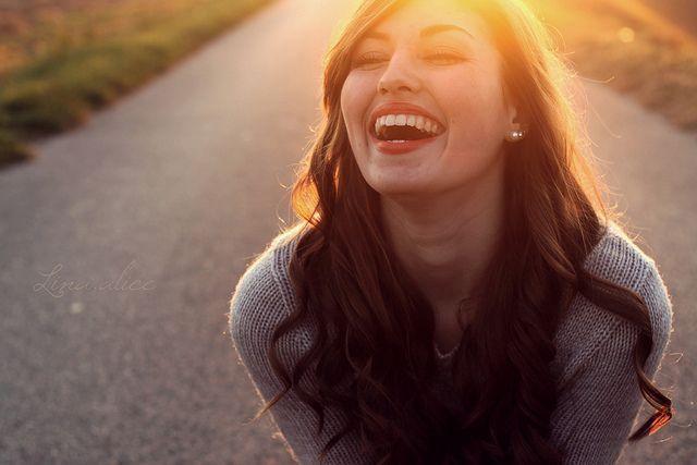 senyum indah